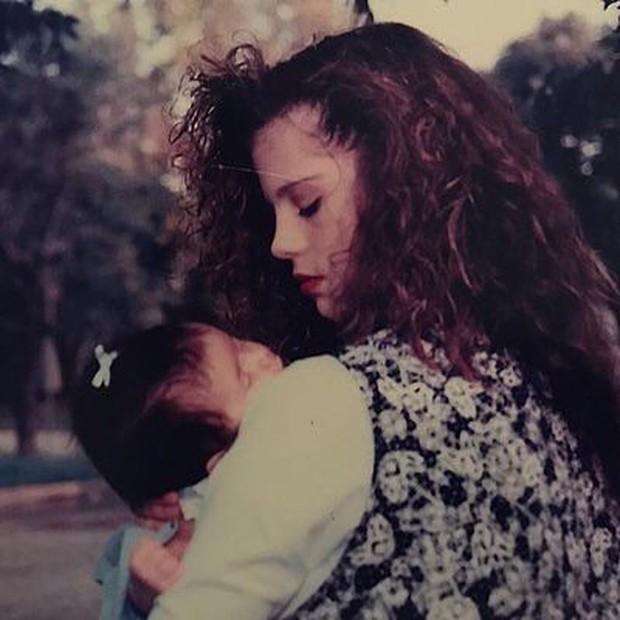 Nhan sắc thời trẻ của mẹ Selena Gomez gây sốt: Cực phẩm nhường này bảo sao con gái khiến cả thế giới mê mẩn! - Ảnh 2.