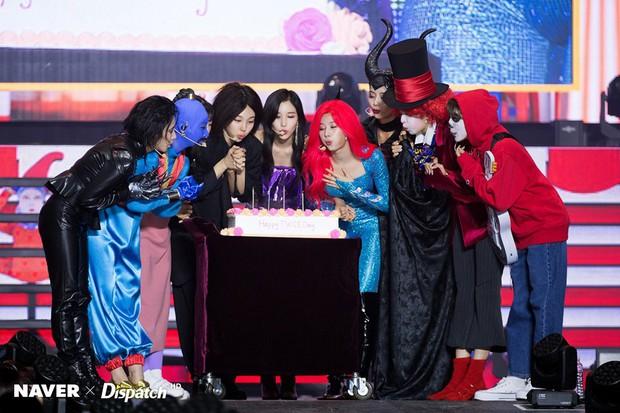 Sao Hàn-Thái đình đám hóa trang Halloween: TWICE quá đáng nể, BTS và BLACKPINK phải bái phục Hoa hậu chuyển giới - Ảnh 13.