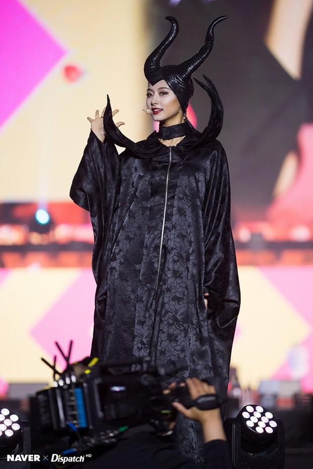 Sao Hàn-Thái đình đám hóa trang Halloween: TWICE quá đáng nể, BTS và BLACKPINK phải bái phục Hoa hậu chuyển giới - Ảnh 7.