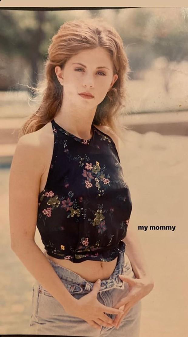 Nhan sắc thời trẻ của mẹ Selena Gomez gây sốt: Cực phẩm nhường này bảo sao con gái khiến cả thế giới mê mẩn! - Ảnh 1.