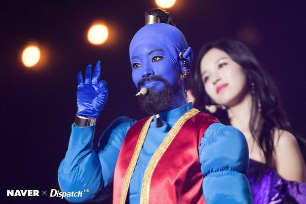 Sao Hàn-Thái đình đám hóa trang Halloween: TWICE quá đáng nể, BTS và BLACKPINK phải bái phục Hoa hậu chuyển giới - Ảnh 12.