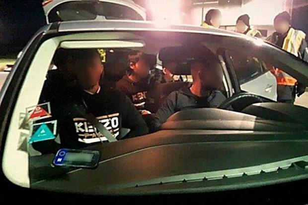 Sau vụ 39 thi thể trong container ở Anh, cảnh sát Đức bắt liên tiếp 3 xe chở người Việt nhập cư trái phép - Ảnh 2.