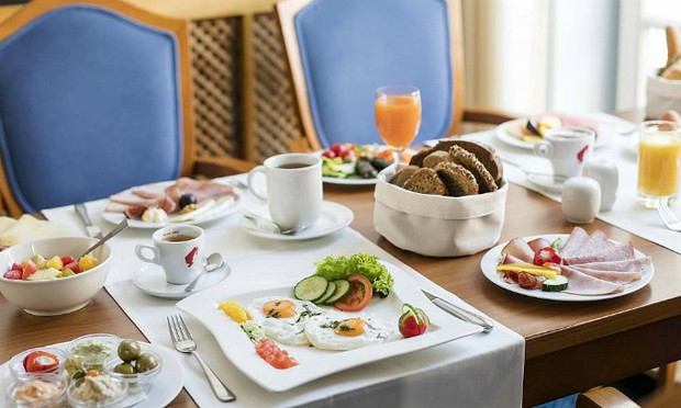 Tại sao các khách sạn thường phục vụ bữa sáng buffet miễn phí cho khách? Như vậy là họ lỗ hay lời? - Ảnh 4.