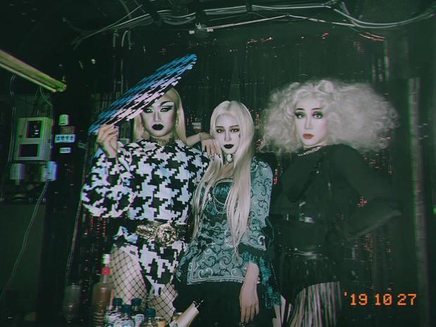 Sao Hàn-Thái đình đám hóa trang Halloween: TWICE quá đáng nể, BTS và BLACKPINK phải bái phục Hoa hậu chuyển giới - Ảnh 23.