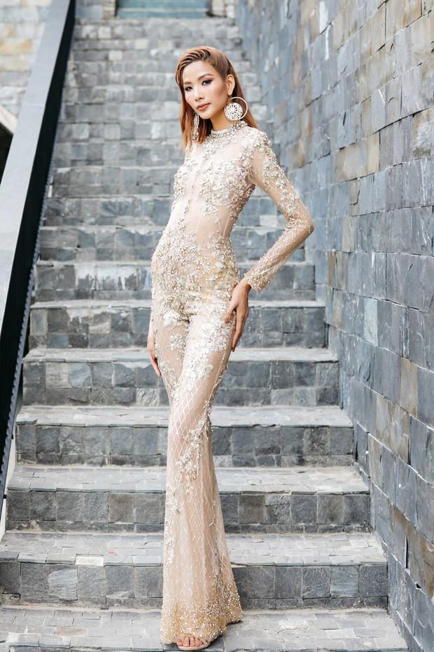 So với thời còn phèn, Hoàng Thùy đầy đặn một cách bất ngờ trong show Hoa hậu - Ảnh 3.