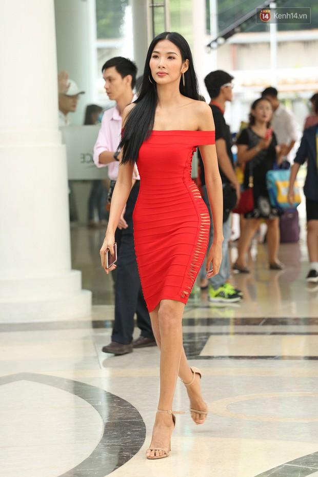 So với thời còn phèn, Hoàng Thùy đầy đặn một cách bất ngờ trong show Hoa hậu - Ảnh 5.