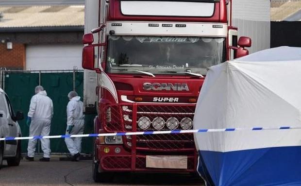 Vụ 39 thi thể trong container: Nghi phạm gọi điện cho cảnh sát - Ảnh 1.