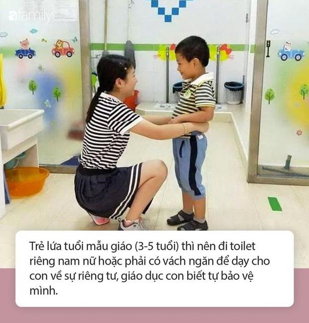 Cô giáo gửi ảnh con gái 4 tuổi trong nhà vệ sinh, người mẹ vô cùng tức giận cùng ban phụ huynh gặp ngay hiệu trưởng - Ảnh 3.
