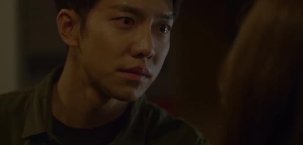 Vagabond tập 5: Lee Seung Gi vì miếng bánh mà bị bắt cóc, Suzy suýt vào tù vì tung bằng chứng khủng bố vụ rơi máy bay - Ảnh 7.