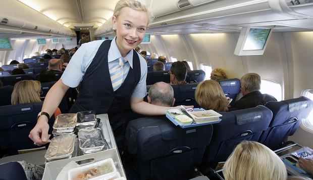 Đây là lí do vì sao đồ ăn trên máy bay luôn tạo cảm giác kém hấp dẫn hơn so với khi ở mặt đất - Ảnh 4.