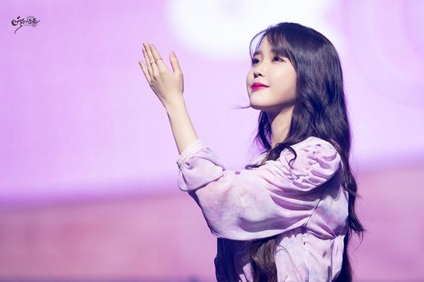 IU: Cô gái bé nhỏ bị lừa tiền, ôm khoản nợ khủng thành báu vật xứ Hàn và đây là người chúng ta cần trân trọng lúc này! - Ảnh 11.