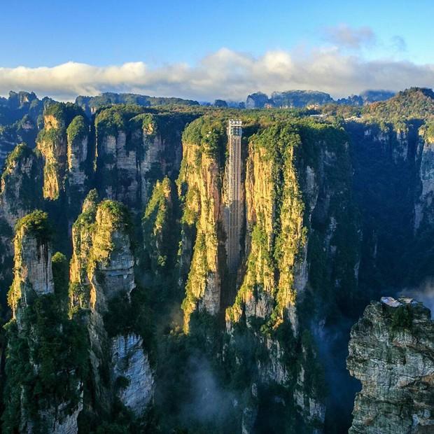 Thang máy ngoài trời cao nhất thế giới tại Trung Quốc khiến hội yếu tim mới nhìn thôi đã thấy thở dốc rồi! - Ảnh 3.
