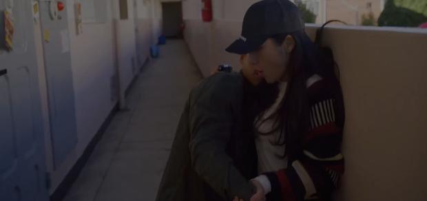 Vagabond tập 5: Lee Seung Gi vì miếng bánh mà bị bắt cóc, Suzy suýt vào tù vì tung bằng chứng khủng bố vụ rơi máy bay - Ảnh 4.