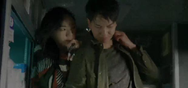 Vagabond tập 5: Lee Seung Gi vì miếng bánh mà bị bắt cóc, Suzy suýt vào tù vì tung bằng chứng khủng bố vụ rơi máy bay - Ảnh 5.