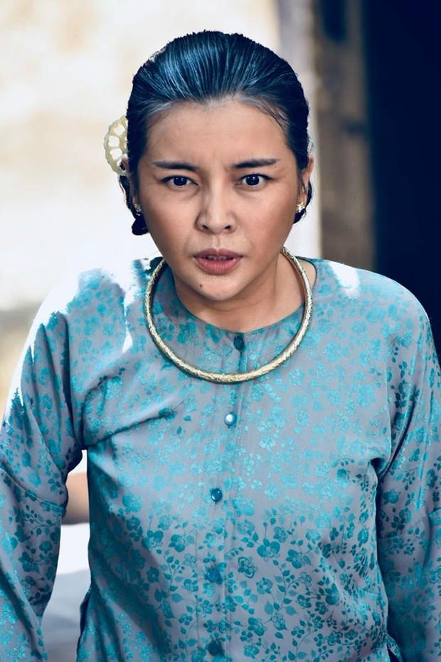 Đạo diễn Tiếng Sét Trong Mưa lên tiếng về tạo hình già chát đến hư cấu của Thị Bình và Cậu Ba - Ảnh 13.