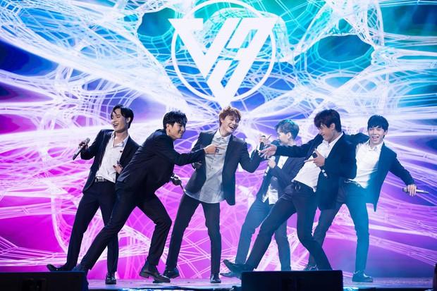 Lần đầu có một nhóm Việt hát Kpop được khen hết lời: Cover Boy With Luv (BTS) mượt nghe tưởng Jimin, tiếc là rap hơi fail - Ảnh 5.