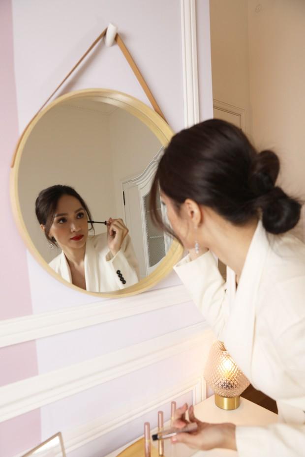 Vật đổi sao dời thế nào thì đây vẫn là bước makeup Hương Giang không bao giờ quên - Ảnh 3.