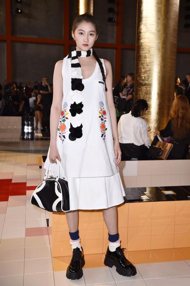 Blogger nổi tiếng ác miệng chê cả dàn sao Cbiz dự fashion week: ví Angela Baby là cô gái vắt sữa bò, gọi Dương Siêu Việt là nữ quỷ - Ảnh 5.