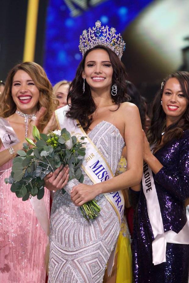 Top những hoa hậu học giỏi bậc nhất thế giới, Việt Nam cũng góp mặt 2 đại diện siêu đỉnh: Người thi ĐH 29.5 điểm, người là du học sinh - Ảnh 11.