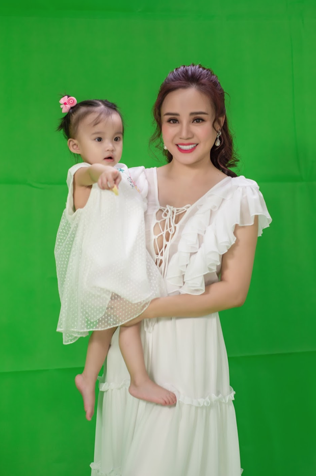 Vy Oanh chia sẻ chuyện sinh con một mình quá xúc động, tặng sinh nhật con gái hẳn 1 MV ca nhạc! - Ảnh 1.