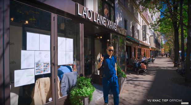 Ở Paris có khác: vlog mới của Vũ Khắc Tiệp và Ngọc Trinh như 1 show diễn thời trang đỉnh cao, choáng ngợp với phòng khách sạn 110 triệu/đêm - Ảnh 3.