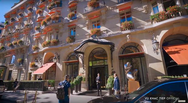 Ở Paris có khác: vlog mới của Vũ Khắc Tiệp và Ngọc Trinh như 1 show diễn thời trang đỉnh cao, choáng ngợp với phòng khách sạn 110 triệu/đêm - Ảnh 5.
