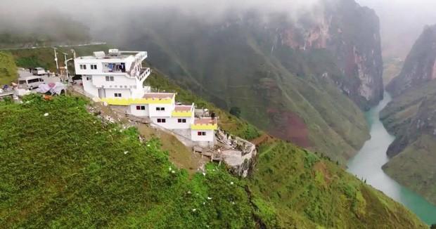 Trước khi có toà khách sạn 7 tầng chen vào, đèo Mã Pì Lèng huyền thoại đã từng đẹp hùng vĩ như thế này - Ảnh 1.
