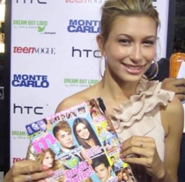 Rùng mình bức ảnh tạp chí Hailey cầm năm xưa: In bìa Justin - Selena, ai ngờ zoom kỹ dòng chữ ra lời tiên tri chính xác - Ảnh 1.