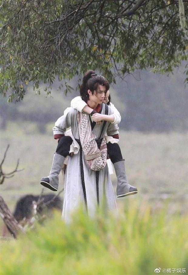 Triệu Lệ Dĩnh đóng phim với ông xã cũng không đẹp đôi bằng đàn em kém 10 tuổi Vương Nhất Bác? - Ảnh 11.