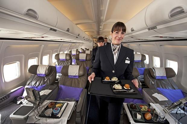Đây là lí do vì sao đồ ăn trên máy bay luôn tạo cảm giác kém hấp dẫn hơn so với khi ở mặt đất - Ảnh 5.