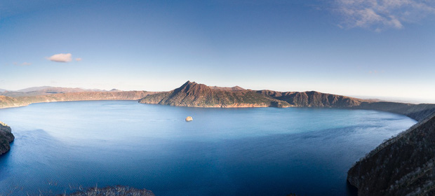 Hồ nước kỳ lạ ở Nhật Bản có thể khiến du khách gặp xui: đàn ông không thể thăng tiến, phụ nữ vô sinh nhưng vẫn luôn đông khách tham quan - Ảnh 2.
