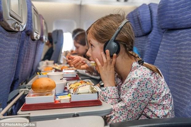 Đây là lí do vì sao đồ ăn trên máy bay luôn tạo cảm giác kém hấp dẫn hơn so với khi ở mặt đất - Ảnh 3.