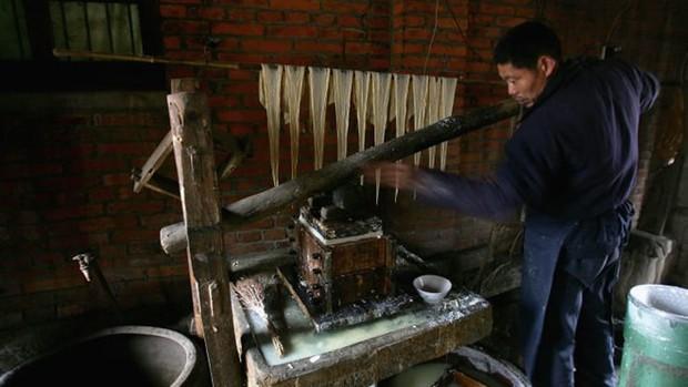 Dân Trung Quốc chuyển sang ăn thịt giả trước cơn khát thịt lợn - Ảnh 1.