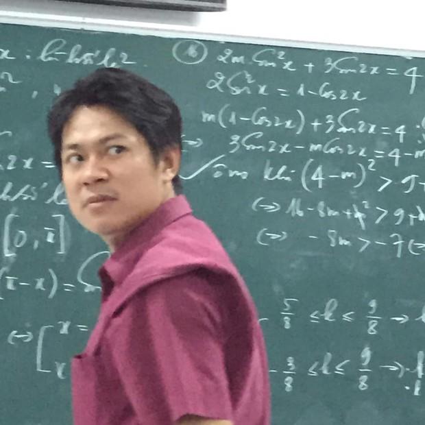 Cũng chỉ là giảng bài bình thường, nhưng biểu cảm độc đáo đã khiến thầy giáo này thu về hơn 70.000 like chỉ sau một đêm đăng ảnh - Ảnh 4.
