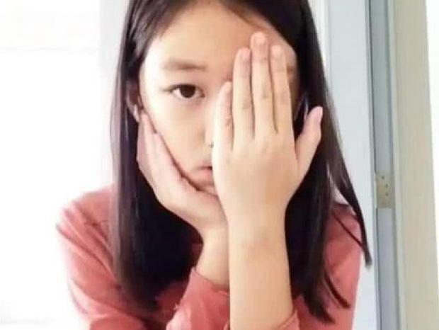 Từng mặc cảm vì đôi môi hở hàm ếch, giờ đây con gái Vương Phi ngày càng tự tin khoe nhan sắc không vừa tuổi 12 - Ảnh 1.