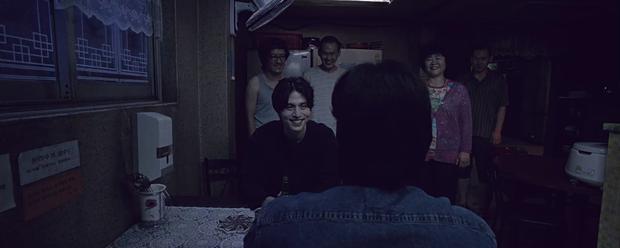 Bất ngờ dán nhãn 19+, Strangers From Hell sẽ còn có thứ gây ám ảnh hơn phi vụ dọa ăn thịt người trong tập cuối cùng? - Ảnh 2.