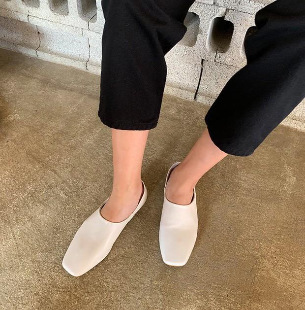 Giày mũi vuông - item mới nổi sở hữu quyền năng thăng hạng phong cách, bạn nỡ lòng nào không sắm ngay 1 đôi? - Ảnh 2.