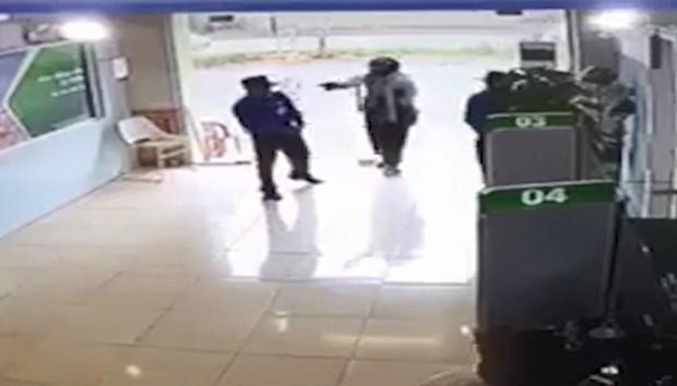 Vụ cướp ngân hàng Vietcombank: Thượng úy Công an huyện là nghi phạm gây án - Ảnh 1.