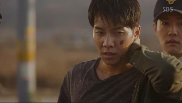 Vagabond tập 5: Lee Seung Gi vì miếng bánh mà bị bắt cóc, Suzy suýt vào tù vì tung bằng chứng khủng bố vụ rơi máy bay - Ảnh 12.