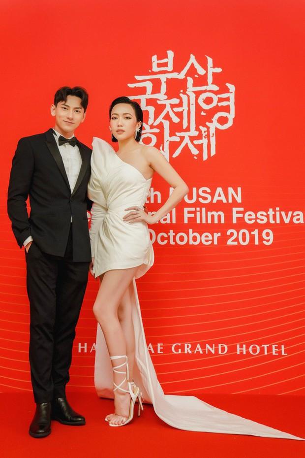 Thảm đỏ LHP Busan tại Hàn Quốc: Isaac lịch lãm, Diệu Nhi diện váy xẻ cao e ấp khoe vẻ gợi cảm! - Ảnh 3.