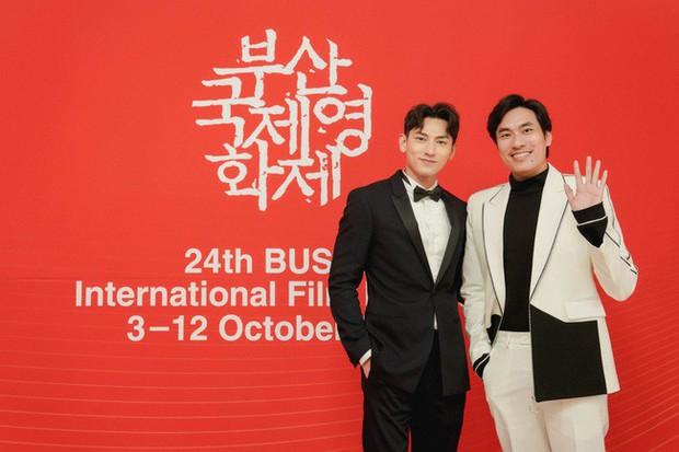 Thảm đỏ LHP Busan tại Hàn Quốc: Isaac lịch lãm, Diệu Nhi diện váy xẻ cao e ấp khoe vẻ gợi cảm! - Ảnh 4.