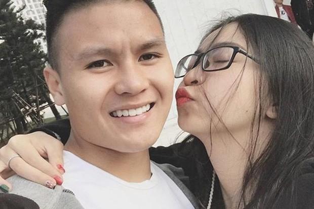 Lật lại bức ảnh dàn WAGs xinh đẹp của tuyển Việt Nam, giật mình nhận ra 4/5 người đều dính lùm xùm tình cảm! - Ảnh 4.
