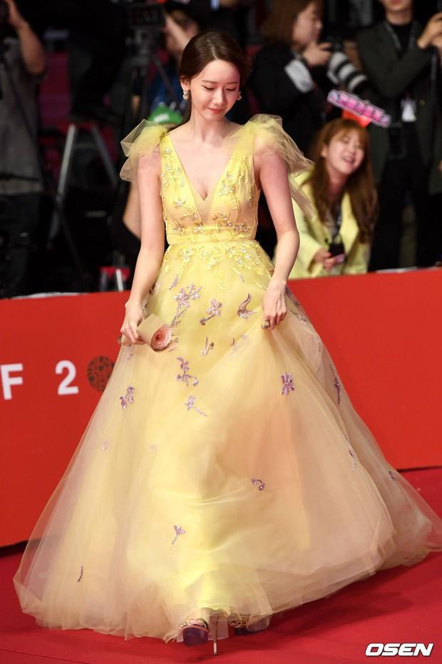 Yoona diện đầm bức tử vòng 1 sexy đến khó tin, nhưng choáng nhất là tổng giá trị bộ đồ cô dát lên người - Ảnh 4.