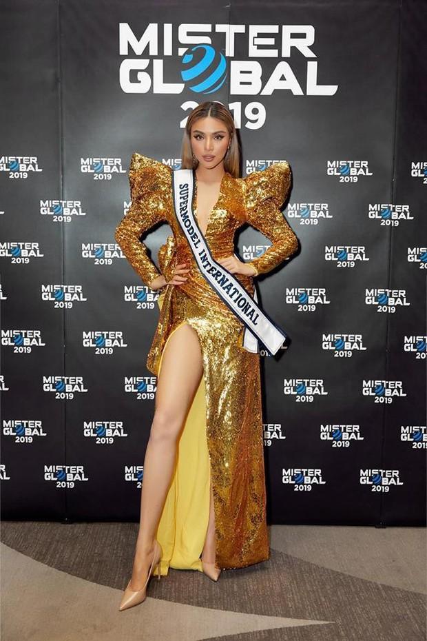 Kém 12cm chiều cao, Nhật Kim Anh cũng chẳng kém đẹp so với Siêu mẫu quốc tế Khả Trang khi cùng diện đầm lộng lẫy - Ảnh 5.