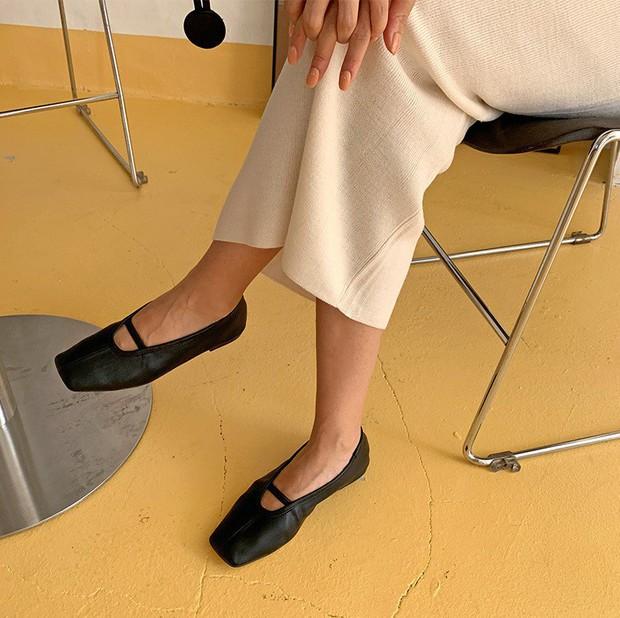 Giày mũi vuông - item mới nổi sở hữu quyền năng thăng hạng phong cách, bạn nỡ lòng nào không sắm ngay 1 đôi? - Ảnh 6.