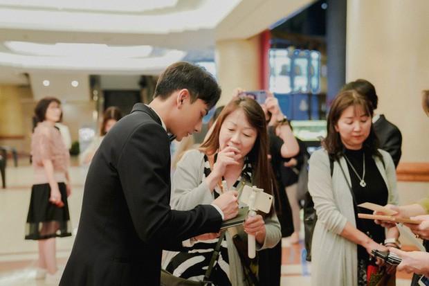 Thảm đỏ LHP Busan tại Hàn Quốc: Isaac lịch lãm, Diệu Nhi diện váy xẻ cao e ấp khoe vẻ gợi cảm! - Ảnh 7.