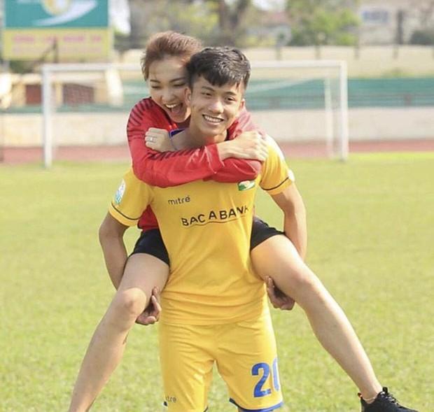 Lật lại bức ảnh dàn WAGs xinh đẹp của tuyển Việt Nam, giật mình nhận ra 4/5 người đều dính lùm xùm tình cảm! - Ảnh 7.