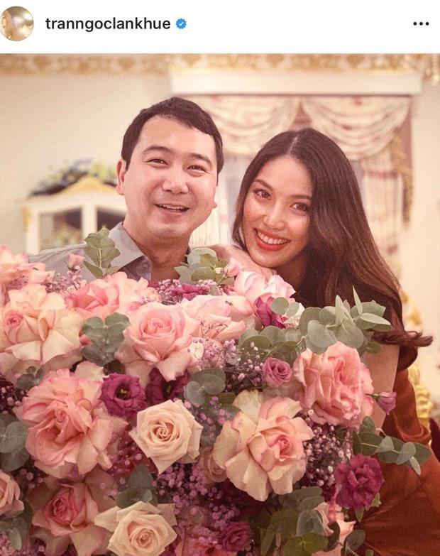 Vừa tung ảnh bầu đầy thần thái, Lan Khuê lại khoe khoảnh khắc cực ngọt bên ông xã Tuấn Nguyễn tròn 1 năm ngày cưới - Ảnh 1.