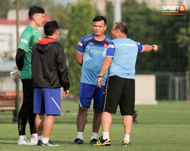 HLV Park Hang-seo tiến cử HLV thủ môn Hàn Quốc cho các đội tuyển Việt Nam - Ảnh 2.