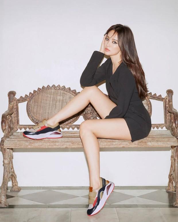 Động thái đầu tiên của Song Hye Kyo trên MXH sau 3 tháng ly dị: Đăng loạt ảnh gì mà gây bão thế này? - Ảnh 7.